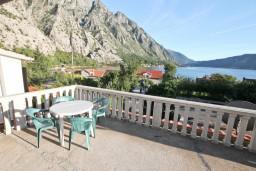 Боко-Которская бухта, Черногория, Ораховац : Студия для 2-3 человек, с террасой с видом на море, 50 метров до пляжа