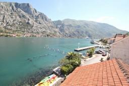 Вид на море. Боко-Которская бухта, Черногория, Муо : Апартамент для 4-5 человек, с 2-мя отдельными спальнями, с балконам с шикарным видом на море, 10 метров до пляжа