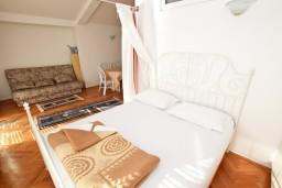 Рафаиловичи, Черногория, Рафаиловичи : Большой апартамент для 4-6 человек, с отдельной спальней, с балконом с шикарным видом на море, возле пляжа