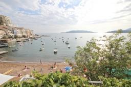 Вид на море. Рафаиловичи, Черногория, Рафаиловичи : Большой апартамент для 4-6 человек, с отдельной спальней, с балконом с шикарным видом на море, возле пляжа