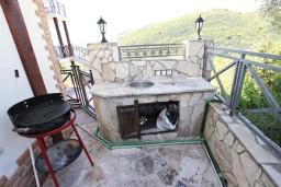 Прочее. Бечичи, Черногория, Бечичи : Большой 4-х этажный дом в Бечичи (Борети), площадью 410м2 с 3-мя отдельными спальнями, с большой гостиной-столовой, c гостиной с камином,  с большой гостиной на 4-ом этаже, с 2-мя ванными комнатами, с 5-ю балконами с видом на море