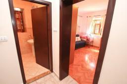 Коридор. Боко-Которская бухта, Черногория, Пераст : Прекрасный каменный дом в Перасте с 3-мя отдельными спальнями, с большой гостиной, с 2-мя ванными комнатами, с большой террасой, с местом для барбекю, Wi-Fi, 20 метров до моря