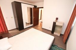 Спальня 2. Боко-Которская бухта, Черногория, Кавач : Апартамент для 4-6 человек, с 2-мя отдельными спальнями, с просторной гостиной, с террасой