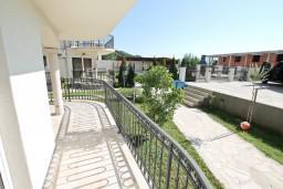 Терраса. Боко-Которская бухта, Черногория, Кавач : Апартамент для 4-6 человек, с 2-мя отдельными спальнями, с просторной гостиной, с террасой