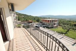 Балкон. Боко-Которская бухта, Черногория, Кавач : Апартамент для 4-6 человек, с 2-мя отдельными спальнями, с просторной гостиной, с 2-мя балконами