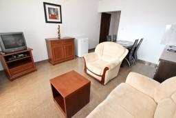 Будванская ривьера, Черногория, Святой Стефан : Апартамент с отдельной спальней, с балконом с видом на море