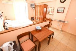 Студия (гостиная+кухня). Рафаиловичи, Черногория, Рафаиловичи : Студия с балконом с видом на море, 100 метров до пляжа