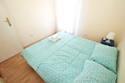 Спальня 2. Будванская ривьера, Черногория, Будва : Комната для 2-4 человек, с балконом с шикарным видом на море