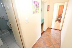 Коридор. Будванская ривьера, Черногория, Будва : Комната для 2-4 человек, с балконом с шикарным видом на море