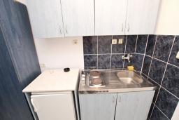 Кухня. Бечичи, Черногория, Бечичи : Студия для 2 человек, с балконом