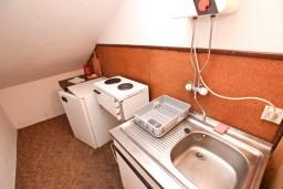 Кухня. Бечичи, Черногория, Бечичи : Апартамент с отдельной спальней, с 2-мя балконами
