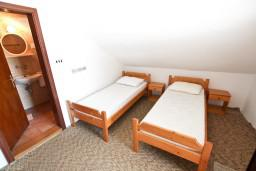 Спальня. Бечичи, Черногория, Бечичи : Апартамент с отдельной спальней, с 2-мя балконами