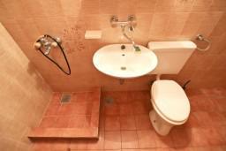 Ванная комната. Бечичи, Черногория, Бечичи : Апартамент с отдельной спальней, с 2-мя балконами
