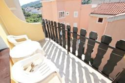 Балкон. Будванская ривьера, Черногория, Петровац : Апартамент для 4 человек, с 2-мя отдельными спальнями, с балконом с видом на море