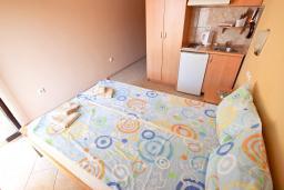 Студия (гостиная+кухня). Будванская ривьера, Черногория, Петровац : Студия с балконом с видом на море