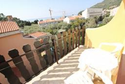 Балкон. Будванская ривьера, Черногория, Петровац : Апартамент для 4-5 человек, с 2-мя отдельными спальнями, с 2-мя балконами с видом на море