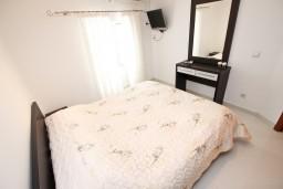 Спальня 2. Будванская ривьера, Черногория, Петровац : Апартамент для 4-5 человек, с 2-мя отдельными спальнями, 30 метров до моря