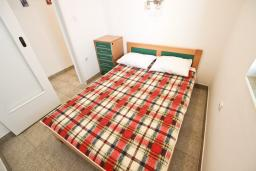 Спальня 2. Бечичи, Черногория, Бечичи : Апартамент для 4 человек, с 2-мя отдельными спальнями, с балконом