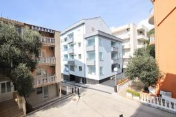 Вид. Бечичи, Черногория, Бечичи : Апартамент для 4 человек, с 2-мя отдельными спальнями, с балконом