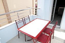 Балкон. Будванская ривьера, Черногория, Бечичи : Апартамент отдельной спальней, с балконом