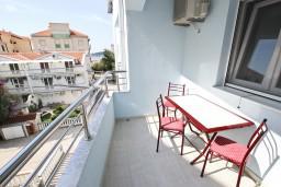 Балкон. Будванская ривьера, Черногория, Бечичи : Студия в Бечичи с балконом в 400 метрах от моря