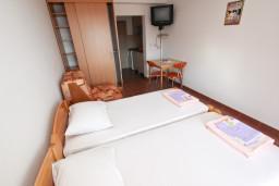 Студия (гостиная+кухня). Будванская ривьера, Черногория, Петровац : Студия для 2-3 человек, с балконом