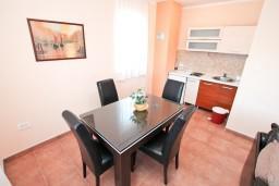 Гостиная. Боко-Которская бухта, Черногория, Столив : Апартамент с отдельной спальней, с балконом с шикарным видом на море