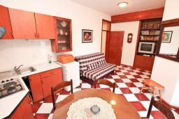 Гостиная. Боко-Которская бухта, Черногория, Столив : Апартамент для 4-5 человек, с 2-мя отдельными спальнями, с террасой