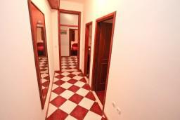 Коридор. Боко-Которская бухта, Черногория, Столив : Апартамент для 4-5 человек, с 2-мя отдельными спальнями, с террасой