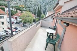 Балкон. Боко-Которская бухта, Черногория, Котор : Комната для 2 человек, с балконом, 50 метров до моря