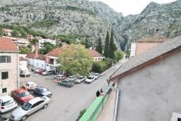 Вид. Боко-Которская бухта, Черногория, Котор : Комната для 2 человек, с балконом, 50 метров до моря