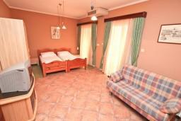 Студия (гостиная+кухня). Боко-Которская бухта, Черногория, Котор : Студия для 2-3 человек, с балконом, 50 метров до моря