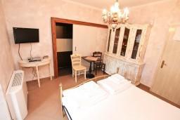 Студия (гостиная+кухня). Боко-Которская бухта, Черногория, Котор : Студия для 2 человек, с террасой, 50 метров до моря