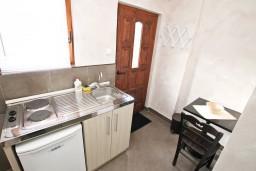 Кухня. Боко-Которская бухта, Черногория, Котор : Студия для 2 человек, с террасой, 50 метров до моря