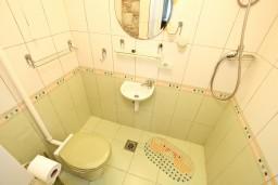 Ванная комната. Боко-Которская бухта, Черногория, Котор : Уютная студия для 2 человек