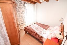 Спальня. Боко-Которская бухта, Черногория, Пераст : Апартамент с отдельной спальней, с большой террасой, 20 метров до моря