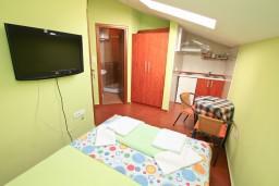 Студия (гостиная+кухня). Боко-Которская бухта, Черногория, Прчань : Студия для 2 человек, 20 метров до моря