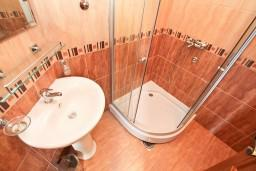 Ванная комната. Боко-Которская бухта, Черногория, Прчань : Студия для 2 человек, 20 метров до моря