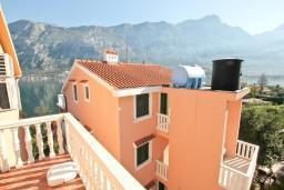 Балкон. Боко-Которская бухта, Черногория, Прчань : Студия для 2 человек, с балконом с видом на море, 20 метров до пляжа