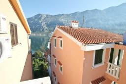 Вид на море. Боко-Которская бухта, Черногория, Прчань : Студия для 2 человек, с балконом с видом на море, 20 метров до пляжа
