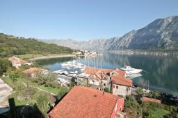 Вид на море. Боко-Которская бухта, Черногория, Прчань : Студия для 3 человек, с балконом с шикарным видом на море, 20 метров до пляжа