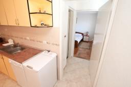 Кухня. Боко-Которская бухта, Черногория, Кавач : Апартамент с большой гостиной, с отдельной спальней, с террасой