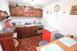 Кухня. Боко-Которская бухта, Черногория, Пераст : Студия для 2-3 человек, с террасой, 20 метров до моря