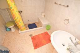 Ванная комната. Боко-Которская бухта, Черногория, Пераст : Студия для 2-3 человек, с террасой, 20 метров до моря