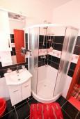 Ванная комната. Боко-Которская бухта, Черногория, Доброта : Апартамент с отдельной спальней, с террасой, 20 метров до моря
