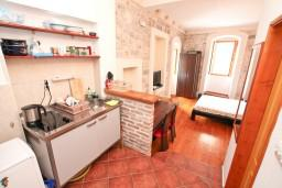 Студия (гостиная+кухня). Боко-Которская бухта, Черногория, Котор : Уютная студия в Которе с террасой
