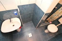 Ванная комната. Боко-Которская бухта, Черногория, Котор : Уютная студия в Которе с террасой