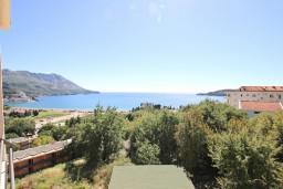 Вид на море. Бечичи, Черногория, Бечичи : Современный апартамент для 4-6 человек, 2 отдельные спальни, с балконом с видом на море
