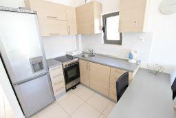 Кухня. Бечичи, Черногория, Бечичи : Современный апартамент для 4-5 человек, 2 отдельные спальни, с балконом с видом на море