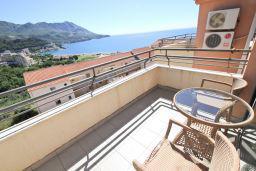 Балкон. Бечичи, Черногория, Бечичи : Современный апартамент для 4-5 человек, 2 отдельные спальни, с балконом с видом на море
